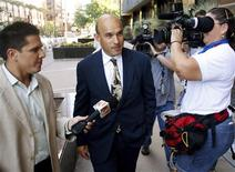 <p>Canadian billionaire James Balsillie arrives at the U.S. Federal Bankruptcy Court in Phoenix, Arizona, September 10, 2009. REUTERS/Joshua Lott</p>
