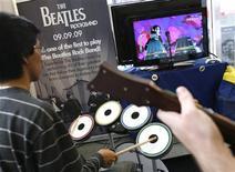 """<p>Analistas esperam que """"The Beatles: Rock Band"""", lançado na quinta-feira em Nova York, venda 2 milhões de unidades no primeiro mês. REUTERS/Shannon Stapleton</p>"""