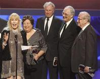 "<p>Cast members of ""M*A*S*H*"" (L-R) Loretta Swit, Kellye Nakahara-Wallet, Wayne Rogers, Alan Alda and series writer Larry Gelbart accepts the Impact award at the taping of the 7th annual TV Land Awards in Los Angeles, California April 19, 2009. REUTERS/Fred Prouser</p>"