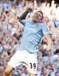 <p>Craig Bellamy, do Manchester City, comemora gol em goleada sobre o Arsenal por 4 X 2 pelo Campeonato Inglês. REUTERS/Phil Noble</p>