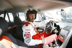 <p>Actor Keanu Reeves sits in his car during a news practice day for the 2009 Toyota Pro/Celebrity car race in Long Beach, California April 7, 2009. REUTERS/Mario Anzuoni</p>