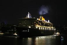 <p>The Queen Mary 2 cruise liner arrives in Sydney, February 26, 2009. REUTERS/Daniel Munoz</p>