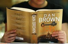 "<p>A woman reads a copy of the newly released book ""The Lost Symbol"" by Dan Brown, at a speed reading book launch event in Sydney, September 15, 2009. REUTERS/Tim Wimborne</p>"