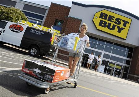 Michele Turco leaves a Best Buy store with her purchases in Alexandria, Virginia, September 15, 2009. REUTERS/Jonathan Ernst