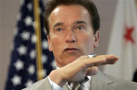 California Governor Arnold Schwarzenegger speaks during a news conference in San Francisco, California in this July 3, 2009 file photo. Schwarzenegger on Tuesday ordered that a third of the state's electricity come from renewable resources by 2020, the same amount as a legislature plan but with promises to let power companies get more electricity from outside the state. REUTERS/Robert Galbraith
