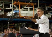 <p>Президент США Барак Обама выступает на заводе General Motors в Лордстауне 15 сентября 2009 года. Президент США Барак Обама во вторник заявил о будущем возрождение американского автопрома и сказал, что крупнейшая в мире экономика США возобновила рост. REUTERS/Larry Downing</p>