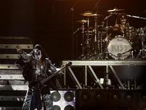<p>Member of the rock band KISS, Gene Simmons, performs during the concert at the National stadium in Lima April 14, 2009. REUTERS/Pilar Olivares</p>