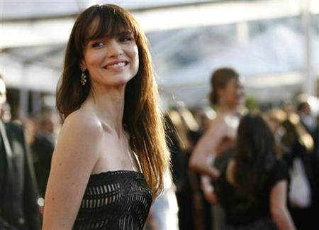 Actress Saffron Burrows arrives at the 15th annual Screen Actors Guild Awards in Los Angeles, California January 25, 2009. REUTERS/Mario Anzuoni