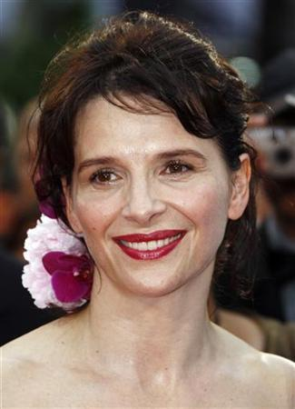 Actress Juliette Binoche arrives for the screening of the film ''Bright Star'' by director Jane Campion at the 62nd Cannes Film Festival May 15, 2009. REUTERS/Jean-Paul Pelissier