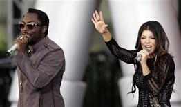 <p>Fergie and will.i.am (L) of The Black Eyed Peas perform during a taping celebrating the 24th season of The Oprah Winfrey Show in Chicago September 8, 2009. REUTERS/Frank Polich</p>
