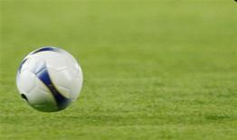 """<p>Le marché des jeux et paris en ligne devrait être ouvert à la concurrence en France pour la Coupe du monde de football 2010. """"L'idée de base, c'est d'être prêt avec un texte, une autorité de régulation en ordre de marche, avec des licences délivrées pour la Coupe du monde"""", a dit Eric Woerth lors d'une conférence de presse. /Photo d'archives/REUTERS</p>"""