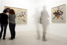 <p>A exposição do Guggenheim inclui telas de Kandinsky do Centro Ponpidou de Paris. REUTERS/Philippe Wojazer</p>