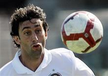<p>O atacante argentino Diego Milito fez dois gols em cinco minutos para o Inter de Milão no jogo deste domingo contra o Caligari. REUTERS/Alessandro Garofalo</p>