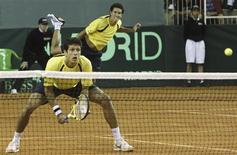 <p>A dupla brasileira André Sá e Marcelo Melo perdeu neste sábado para os irmãos Lapentti, do Ecuador, a vaga de repescagem para o Grupo Mundial da Copa Davis. REUTERS/Edison Vara</p>
