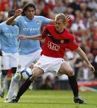 <p>O inglês Darren Fletcher, do Manchester United, foi um dos destaques do jogo deste domingo contra o Manchester City. REUTERS/Phil Noble</p>