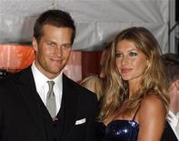 <p>Foto de archivo de la estrella de la NFL Tom Brady y su esposa, la supermodelo Gisele Bundchen, durante una gala del Instituto de Costura del Museo Metropolitano de Nueva York, 4 mayo 2009. La agencia de noticias France Presse y dos fotógrafos demandaron a la estrella de la NFL Tom Brady y su esposa, la supermodelo Gisele Bundchen, por un incidente en el que reclaman que los guardaespaldas de la pareja dispararon contra los fotógrafos. REUTERS/Lucas Jackson</p>
