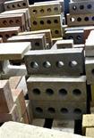 <p>I mattoni della Calstar Products. REUTERS/David Lawsky (UNITED STATES SCI TECH)</p>