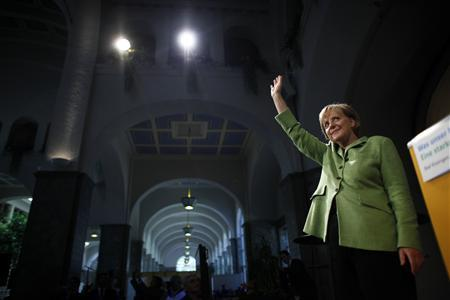 German Chancellor Angela Merkel waves after her speech during an election campaign rally in Bad Kissingen September 23, 2009. REUTERS/Johannes Eisele