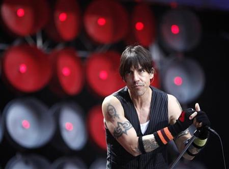 The Red Hot Chili Peppers lead singer Anthony Kiedis performs during the Live Earth concert at Wembley Stadium in London, July 7, 2007. REUTERS/Stephen Hird