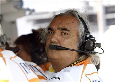 Renault Formula One team principal Flavio Briatore is pictured in the pits during the qualifying session for the Italian F1 Grand Prix in Monza September 12, 2009. REUTERS/Luca Bruno/Pool