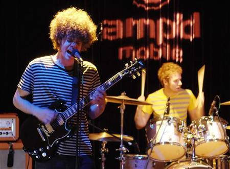 Andrew Stockdale (L) and Myles Heskett of the Australian band Wolfmother perform at a recording studio in Los Angeles in this December 11, 2006 file photo. REUTERS/Chris Pizzello