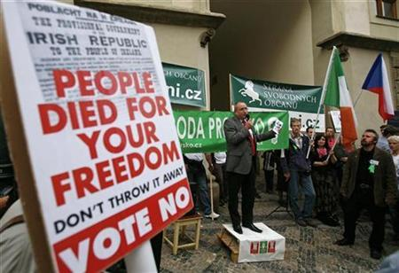A member of the European parliament, Ivo Strejcek (C), makes a speech as demonstrators hold banners during a protest rally ''Freedom for Ireland'' to support Ireland's and the Czech Republic's state sovereignty in front of the Irish Embassy in Prague September 24, 2009. REUTERS/David W Cerny