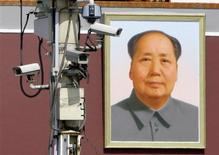 <p>Monitor cameras work in front of the giant portrait of Chairman Mao Zedong on Beijing's Tiananmen Square, September 28, 2009. cades of the People's Republic. REUTERS/Jason Lee</p>