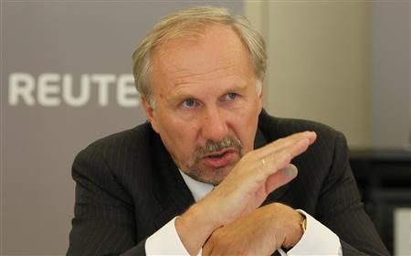 Ewald Nowotny, Governor of Austria's National Bank, gestures during the Reuters Central European Investment Summit in Vienna September 28, 2009. REUTERS/Leonhard Foeger