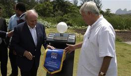 <p>Presidente da Fifa Joseph Blatter e o presidente da CBF, Ricardo Teixeira, durante lançamento de projeto da nova sede da CBF REUTERS/Bruno Domingos</p>