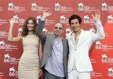 """<p>Il regista Giuseppe Tornatore e i due giovani protagonisti di """"Baaria"""", Margareth Made e Francesco Scianna. REUTERS/Tony Gentile</p>"""