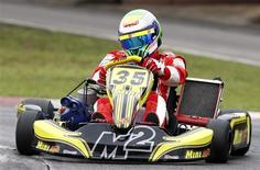 <p>O piloto da Ferrari Felipe Massa pilota kart em São Paulo nesta terça-feira REUTERS/Paulo Whitaker</p>