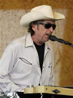 U.S. singer/songwriter Bob Dylan performs at the New Orleans Jazz and Heritage Festival in New Orleans April 28, 2006. REUTERS/Lee Celano