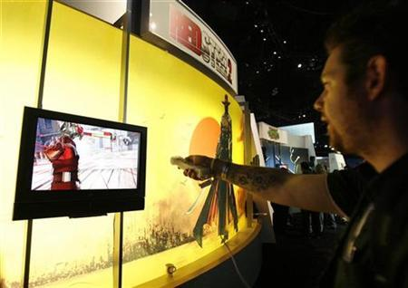 A visitor plays the video game Red Steel 2 during the Electronic Entertainment Expo or E3 in Los Angeles June 3, 2009. The convention runs June 2-4. REUTERS/Mario Anzuoni