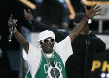 <p>Rapper Flavor Flav performs during the 2008 VH1 Hip Hop Honors show in New York, October 2, 2008. REUTERS/Lucas Jackson</p>