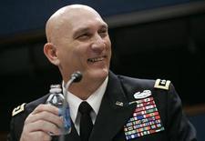 <p>Командующий войсками США в Ираке Рэй Одиерно выступает в Вашингтоне 30 сентября 2009 года. Соединенные Штаты помогут иракской армии получить необходимую военную технику в период, когда падение цен на нефть резко ограничило возможности багдадского правительства закупать новое снаряжение, сказал командующий войсками США в Ираке Рэй Одиерно. REUTERS/Hyungwon Kang</p>