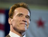 """<p>Губернатор Калифорнии Арнольд Шварценеггер в Лос-Анджелесе 19 марта 2009 года. Британский министр по делам женщин обратилась в среду к губернатору штата Калифорния Арнольду Шварценеггеру с просьбой закрыть американский веб-сайт """"Punternet"""", позволяющий мужчинам оценивать и выбирать девушек легкого поведения, многие из которых работают в Лондоне. REUTERS/Larry Downing</p>"""