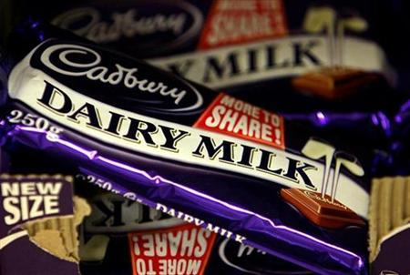 Cadbury's chocolate bars are seen in a shop in London in this June 23, 2006 file photograph. REUTERS/Alessia Pierdomenico /Files