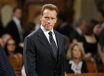 """<p>Foto de archivo del Gobernador de California, Arnold Schwarzenegger, durante el funeral del senador Edward Kennedy en la Basílica """"Our Lady of Perpetual Help"""" en Boston, EEUU, 29 ago 2009. Schwarzenegger, dijo el jueves que el director de cine Roman Polanski debería ser tratado como cualquier otro si llega a Estados Unidos para enfrentar una sentencia por haber tenido sexo ilegalmente con una niña de 13 años en 1977. REUTERS/Brian Snyder</p>"""