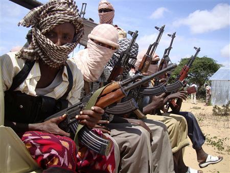 Gunmen from Hizbul Islam head for Somalia's southern port of Kismayu October 1, 2009. REUTERS/Feisal Omar