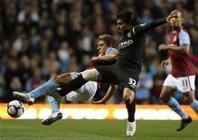 <p>Manchester City empatou com o Villa em 1 x 1 e subiu para quarto no Campeonato Inglês. REUTERS/Darren Staples</p>