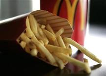 <p>A large order of McDonald's french fries is shown May 22, 2008. REUTERS/Sam Mircovich</p>