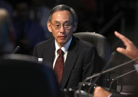 Secretary of Energy Steven Chu listens to a panelist during a roundtable at the National Clean Energy Summit 2.0 at the University of Nevada Las Vegas in Las Vegas, Nevada in this August 10, 2009 file photo. REUTERS/Las Vegas Sun/Steve Marcus