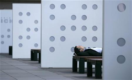 A businessman takes a nap on a bench in Tokyo June 8, 2007. REUTERS/Toru Hanai