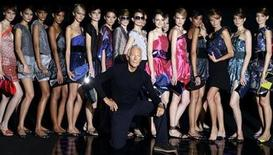 <p>Italian designer Giorgio Armani poses with his models at the end of his Spring/Summer 2010 women's collection in Milan September 24, 2009. REUTERS/Stefano Rellandini</p>