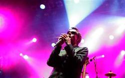 """<p>Foto de arquivo de Adam """"MCA"""" Yauch, dos Beastie Boys, participando de festival em Novi Sad. Adam """"MCA"""" Yauch, membro fundador do grupo de rap norte-americano Beastie Boys, disse estar """"esperançoso"""" de que derrotou o câncer depois de uma cirurgia e visita a médicos tibetanos na Índia.14/07/2007.REUTERS/Marko Djurica</p>"""