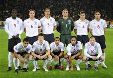 <p>El primer partido de la selección de fútbol de Inglaterra en estar disponible en internet atrajo a alrededor de 250.000 suscriptores para una cifra de audiencia total estimada de casi 500.000 personas, dijeron el domingo organizadores. La seleccion de Inglaterra posa para la foto antes de su partido por las clasificatorias para la Copa Mundial de Futbol Sudafrica 2010 frente a Ucrania en Dnipropetrovsk, oct 10, 2009. REUTERS/Toby Melville (UKRAINE SPORT SOCCER WORLD CUP 2010 TEAM)</p>