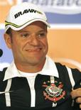 <p>Corinthiano, o piloto Rubens Barrichello disse que a camisa do time deu sorte na F1. REUTERS/Paulo Whitaker</p>