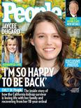 <p>Capa de outubro da revista People traz Jaycee Dugard, a californiana que passou 18 anos no cativeiro. REUTERS/People Magazine/Handout</p>