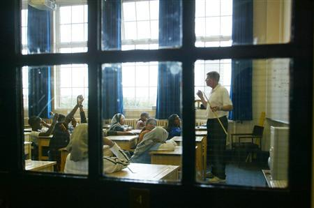 A teacher teaches a class at Taylor Primary School in Leicester August 29, 2002. REUTERS/Darren Staples