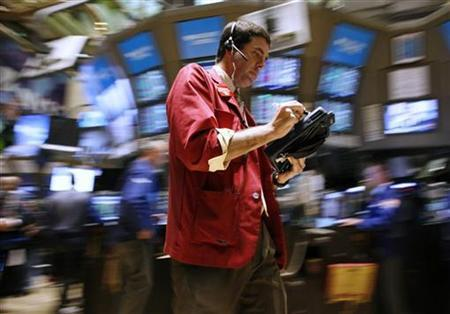A trader works on the floor of the New York Stock Exchange, October 14, 2009. REUTERS/Brendan McDermid